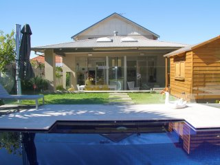 Gorgeous Modern Sydney home with pool close to CBD, Gladesville