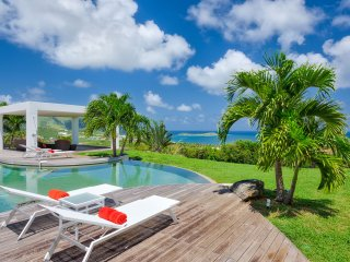 KARUKERA...4 BR Luxe Villa Over looking Orient Bay