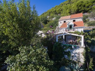Vintage holiday home Vruja surrounded by nature, Podgora