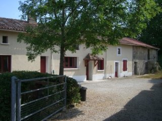 2-bed/2 en-suite cottage neat Confolens