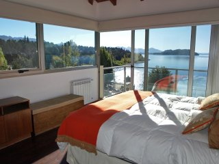 Luxury apartment- Lake views, beach and pool!, San Carlos de Bariloche