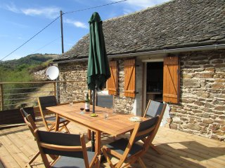 Lovely converted 19th century barn with spa and amazing views