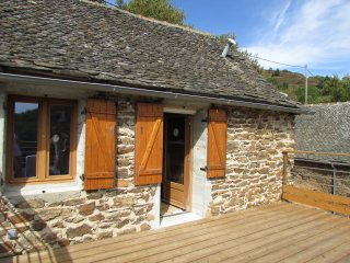 Lovely converted barn with amazing views, spa & new pool for summer 2018