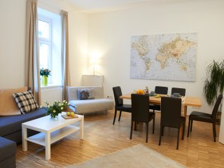Naschmarkt premium: 2 bathrooms, terrace & central, Viena