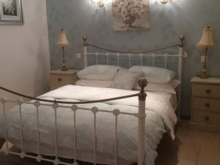 B&B/Chambre d'hote. (N) double room with balcony.