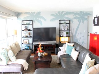 Beautiful Downtown Waikiki Condo by Beach!