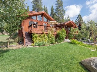 ***Victory Place*** Squaw Valley 6 BR with Private Hot Tub & Pool Table
