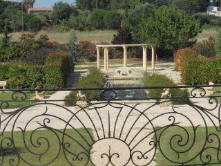 Stunning landscaped grounds (7,000 m2)
