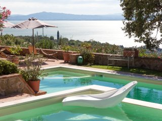 Ravishing lakefront Villa nestled on the hills., Passignano Sul Trasimeno