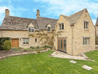 A stunning property in Taynton- close to Burford
