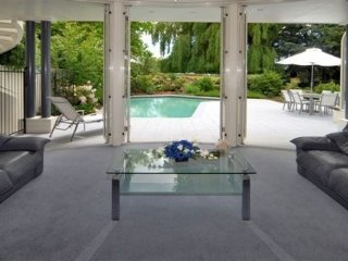 Private Lifestyle with pool and tennis court, Christchurch