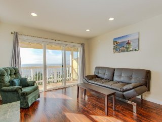 Oceanview, dog-friendly condo w/full kitchen, balcony, nearby beach access!