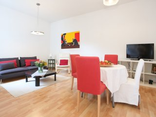 Naschmarkt classic: spacious flat in the center, Viena