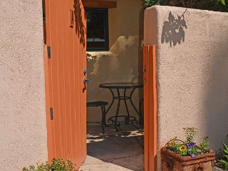 Casa Platin -Jewel in the Heart of the Historic District- 2 Blocks from Plaza, Taos