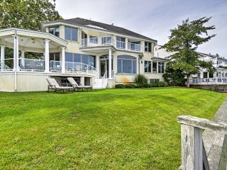 Spacious 7BR Point Pleasant House on the Manasquan River w/Expansive Views