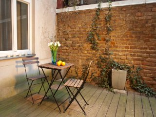 Naschmarkt garden: calm apartment with terrace