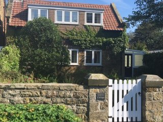 GROVE COTTAGE SCALBY SCARBOROUGH LUXURIOUS COTTAGE, Scalby