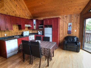 Desolation Sound Resort Chalet 4b: 2 Bedrooms, Lund