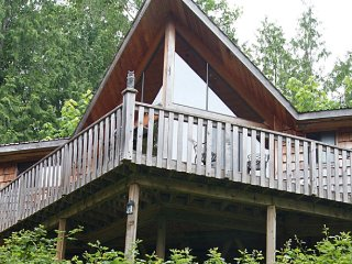 Pet Friendly Chalet Near Ocean with Full Kitchen, Private Deck + BBQ