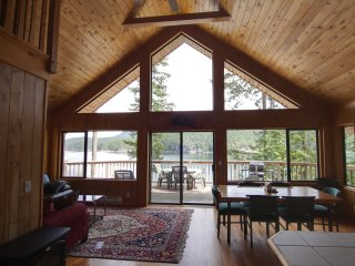 Desolation Sound Resort Chalet 6: 2 Bedrooms + Loft, Lund