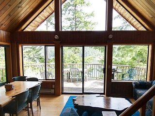 Tranquil Getaway! Chalet with Loft by the Ocean with a Patio + BBQ!