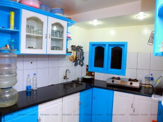Travenz Two bedroom Houseboat with Balcony, Alappuzha