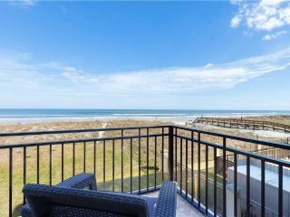 Golden Star Upper, 4 Bedroom & Loft, Beach Front, Sleeps 12, Jacksonville Beach