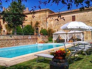 Glorious historic Tuscan villa , pool,WIFI,AC