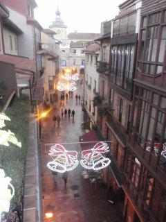 calle del apartamento en navidad