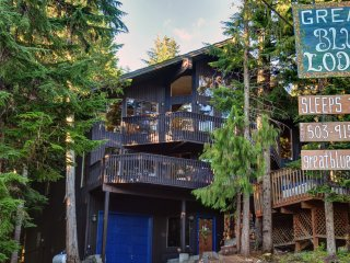 New! 6BR Mt. Hood Ski Lodge w/ Huge Hot Tub!, Government Camp