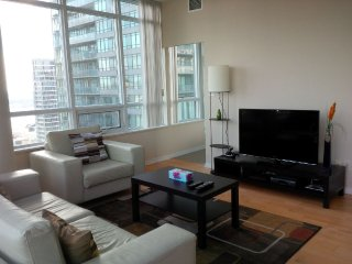 Downtown 2 Bedrooms Condo, next to harbour