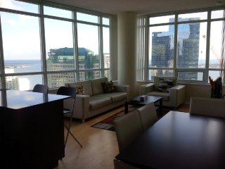 2 Bedroom Downtown next to Union & Harbour
