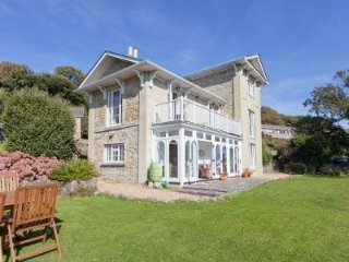 Woodlands - Victorian villa with stunning sea views