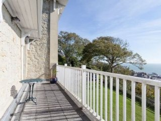 Woodlands - Victorian villa with stunning sea views