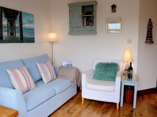 Sea Song - Peaceful, cosy retreat on coastal path, Niton