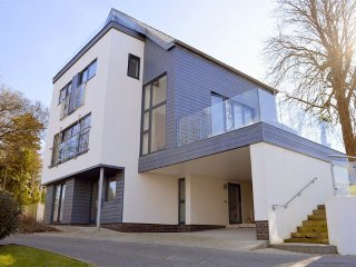 Solent Heights - Stunning contemporary home with far-reaching Solent views