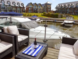 Lazy Life's Harbour - Island Harbour - Beautiful waterside property - grouped, Newport
