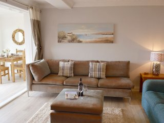 Bay View - Stunning beach front apartment, Totland
