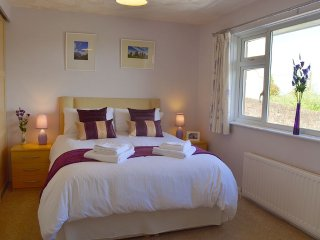 Longtail - Bright, spacious bungalow – lovely views, close to East coast