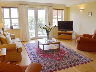 Heatherwood Lodge - Spacious apartment with stunning Solent sea views