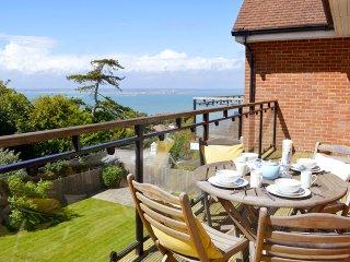 Heatherwood Lodge - Spacious apartment with stunning Solent sea views