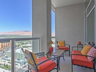 Downtown 2BR Reno Penthouse w/Luxury Views
