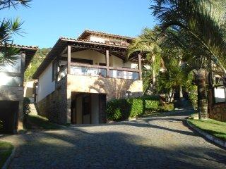 Casa em condomínio frente a praia João Fernandes, Búzios