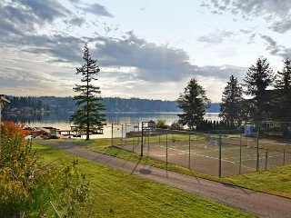 Lakefront Luxury - on Goodwin Lake, near Tulalip Casino and Outlet Malls