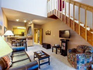 Ski-in/ski-out accommodation w/ multiple rental options, shared hot tub & views!