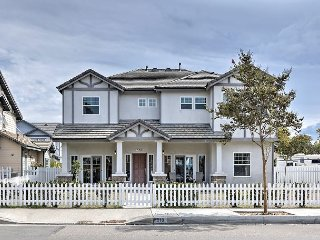 Upscale 5BR Beauty in Anaheim –Perfect for Families, 1 Mile to Disneyland