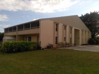 Close to Siesta Key, Updated, 2 Bedrooms King Beds, Sarasota