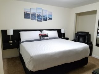 Spacious King Bedroom, Spa & Breakfast, Elizabethtown