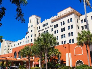 Hollywood Beach Resort-One Bedroom Sleeps 6