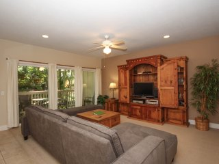 Regency 812 Beautifully appointed 2bd air conditioned condo in the heart of Poipu close to beaches. Free car with stays of 7 nights or more.*, Koloa